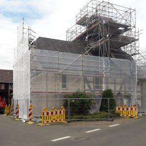 Einrüstung der evangelischen Fachwerkkirche in Bleidenrod